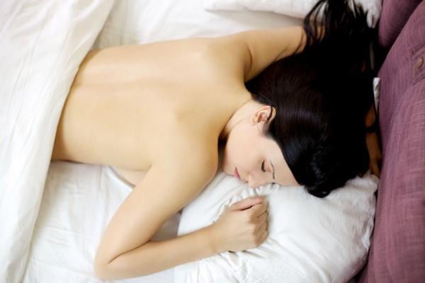çıplak uyumak